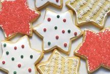 Gluten Free Winter Holiday Desserts / Indulge in these delicious gluten free desserts this holiday season. Christmas cookies, cakes, and more!