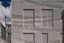 MD Formatura / MD Formatura  bestaat uit panelen waar een patroon in word gestanst. Doordat MD Formatura variabele openingen mogelijk maakt, kan het wind afremmen en de toetreding van zonlicht regelen. - MD Formatura offers so many possibilities: a pattern may consist of a square, round, triangle, hexagon, or free-form. The pattern will be punched in the MD Formatura panels. The variable apertures in the MD Formatura panels enable the wind to slow or control the entry of sunlight.