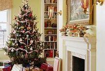 Traditional Christmas living room / Traditional Christmas living room styling and decor ideas