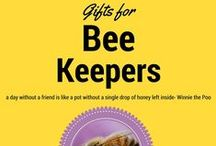 Bee Keepers Gift Guide / Have a friend who keeps bees or is interested in having a hive? Let this holiday gift guide for beekeepers help you pick out something great. Remember, your friend with the backyard apiary will remember you when they're putting together gifts of honey and beeswax!
