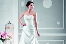 Robes de Mariées / Wedding dresses / A chaque mariée sa robe et à chaque robe son style...Quelques inspirations de Robes de Mariées chics et étonnantes, sensuelles et élégantes