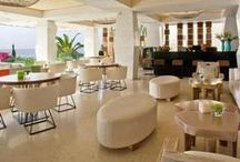 Caprice Lounge and Bar / Stylish and sophisticated, the place to chill all year round.