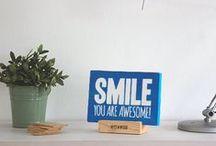 Panel de madera (21x15 cm) / Woody S. Carteles de madera perfectos para decorar tu escritorio, estantería o cualquier rincón de tu casa. Genial para pisos pequeños.