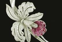 Brooch so beautiful / by Bobbie Endicott