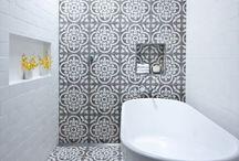 Salles de bain. / Classiques, excentriques, minimalistes, colorées ou même rustiques ♡