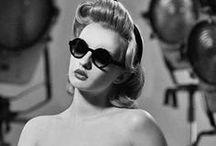 Betty Grable / Betty Grable foi uma dançarina, cantora e atriz estadunidense. Seus filmes rendiam bilhões para a Twentieth Century Fox. Ganhou um concurso como a melhor pin up nos anos 40. Estampou vários calendários, e era uma estrela de Hollywood.
