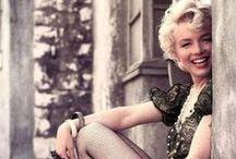 Marilyn Monroe / Norte-americana, Marilyn Monroe foi atriz, cantora, modelo e um dos maiores símbolos sexuais do século 20.