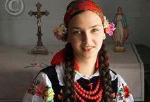 Tradycje i zwyczaje / Stroje ludowe, polskie zwyczaje, tradycje wywodzące się z zakątków naszego kraju.