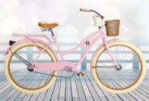 Pink Deluxe / Romantic and feminine, the Pink Deluxe is the perfect company for a Sunday brunch or a trip to a boutique.