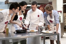 Ambiance en atelier de cuisine / Découvrez les coulisses de nos cours de cuisine pour devenir de vrais Chefs !