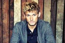 how u doing? ;) / Oh boy! Handsome!