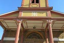 Restauración Parroquia de Alhué / Alumnos y docentes de UNIACC participaron en el proyecto y ejecución de la restauración de la Parroquia de Alhué, ubicada en la comuna de Melipilla, RM, Chile.
