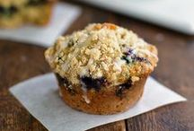 Healthy Muffins and Quick Breads / Healthy quick bread and muffin recipes, including pumpkin bread, zucchini bread and so, so much more!