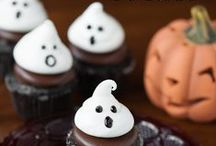 Healthy Halloween Recipes / Halloween doesn't have to be all about the candy and the sugar crash! These awesome Halloween recipes pack plenty of spook-tacular fun into more nutritious goodies and treats!