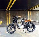 "Scrambler ORCAL 125 Astor ""une de vingt"" / le Scrambler ORCAL 125 Astor né de la collaboration de BF Motorcycles  avec SPECK motos."