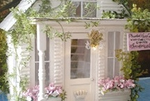 Dollhouse and Miniatures / by Wendy de Rooy