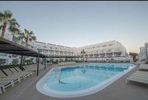 AEQUORA POOLS / Tenemos 5 piscinas: la del Snack Coral, la del teatro Maris, la Bubbles para niños y la del Blue Bar para adultos.