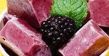 Fruchteis und Sorbets: Rezepte für Jedermann / Im Sommer liefern Fruchteis und kalte Sorbets die nötige Abkühlung. Wir liefern euch leichte Rezepte zum Nachmachen und Vernaschen. Die schmecken nicht nur Kindern, sondern bringen auch Erwachsenen im Sommer die nötige Erfrischung. Guten Appetit!