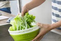 We love salad / Knackfrischer Salat ist einfach köstlich. Wenn dann noch die richtigen Helfer bei der Zubereitung zur Hand gehen. Perfekt! Darum gibt's bei EMSA alles, was die Herzen von Salatfans höher schlagen lässt.
