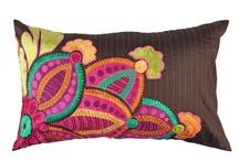 Pillows//Cushions&Throws