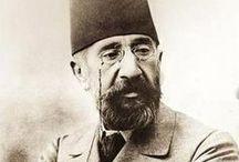 """OSMAN HAMDİ BEY 1842-1910 İlk Türk ressamlarından  -Hoca Ali Rıza-Şeker Ahmet Paşa / HOCA ALİ RIZA1858-1930 Üsküdar'lı Türk ressamı. Harbiyede okurken orada resim atölyesi kurdu. Asker ressamlar arasında da adı geçer. Sivil okullarda resim dersi verdiği için """"Hoca"""" diye anılır. Şeker Ahmet Paşa (d.1841 - ö. 5 Mayıs 1907), Osmanlı ressam, asker ve bürokrat. Asıl adı Ahmet Ali'dir.  İstanbul'un Üsküdar semtinde doğdu. 1855 yılında Tıbbiye Mektebi'ne girdi."""