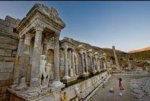 ARKEOLOJİ ۩۞۩๑ / Arkeoloji, kendi içinde birçok farklı bilim dalını barındırmaktadır. Bunlar arasında tarihöncesi (prehistorya) arkeolojisi, klasik arkeoloji, protohistorya ve önasya arkeolojisi, mısır arkeolojisi, tevrat arkeolojisi, ortaçağ arkeolojisi sayılabilir. Vikipedi, özgür ansiklopedi.