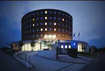 Orea Hotel Atrium / Představujeme Vám designový Orea Hotel Atrium, který se nachází v malebném Zlínském kraji.  nám.3. května 1877,  Otrokovice Česká republika