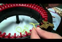 Pletení,pletení na mlýnku.