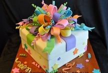 Cutting the cake / Stunning!