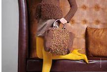 Fantastische Taschen Strick- und Häkel-Ideen 03/2013 / Für alle taschenbegeisterten Ladies haben wir auf über 120 Seiten 47 angesagte Designs zusammengestellt, die Frauenherzen höher schlagen lassen. Die abwechslungsreichen Modelle lassen keine Wünsche offen, ob sportlich, lässig oder doch elegant, für jeden Geschmack und jede Gelegenheit ist etwas Passendes dabei. Entdecken Sie mit uns die neuesten Taschentrends und zaubern Sie sich Ihr absolutes Lieblingsaccessoire!