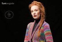 Fantastische Strick-Ideen Style Edition / In Zusammenarbeit mit Lang Yarns ist diese fantastische Style Edition entstanden, die mit mehr als 40 Fashion-Trends daher kommt und die Herzen von ModeliebhaberInnen höher schlagen lässt. Kreieren Sie angesagte Designs im beliebten Oversize-Look, klassische Stücke mit dem gewissen Etwas sowie raffinierte Muster-Projekte, die Sie in Ihrer Garderobe nicht mehr missen möchten.