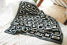 Fantastische Strick-Ideen HOME+DEKO / Verwandeln Sie Ihr Zuhause in eine Wohlfühloase! Mit kuscheligen Decken und gemütlichen Kissen, süßen Kleinigkeiten und praktischen Helfern können Anfänger und Fortgeschrittene ihr Heim ganz individuell gestalten.
