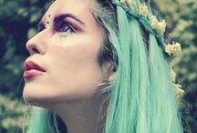 セイレーンズソング / ギリシャ神話の歌姫にインスピレーション。 数々の船を難破させた危険なマーメイドが、街に出現?!