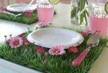 Easter party / Pictures and ideas for Easter party: Centerpieces, Table and home decorations, invitations, favors and more.