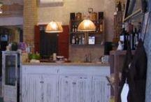 """#propuestaparatomarcafe1julio2013 / Hoy dentro de la #propuestaparatomarcafe que os hacemos desde adoptaungay.com nos vamos hasta Valencia, concretamente a la C/ Cádiz nº 67. Su nombre, """"Momofoku"""", inspira aires románticos entre sorbo y sorbo de café a la vez que hace de tienda de ropa vintage y de mobiliario reciclado. Pero sobre todo, es un refugio donde vivir momentos y disfrutar de una original decoración que también está a la venta."""
