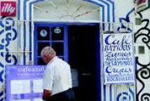 """#propuestaparatomarcafé15julio2013 / Nuestra #propuestaparatomarcafé de los lunes se va hasta las azules aguas de tarifa. El sitio que hoy nuestro equipo os sugiere se llama """"Café azul"""" un sitio rodeado de rocas, plantas y un ambiente exótico con inspiración marroquí."""