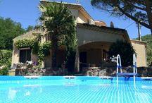Villa Le Pont / Riant, rust en ruimte. Dé kenmerken van dit prachtige vakantiehuis in het zuiden van de Ardèche. Een 6-persoons huis voorzien van alle denkbare gemakken, gecombineerd met heerlijk Frans weer en eten.