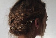 • hair / Messy, wavy hair