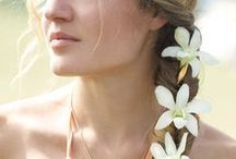Fleurings Vase Hairpieces & Hairstyles / Different hair styles and flowers to wear with Fleurings vase hair pieces. Styles come in two sizes, one for small flowers and another for thicker stemmed flowe