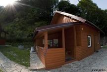 Domek / Piętrowy, samodzielny i komfortowy domek z w pełni wyposażonym aneksem kuchennym, wypoczynkiem i tarasem. Zapraszamy!