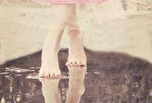 Sur la pointe des pieds... / Six feet under ... legs