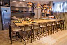 Para receber / Ambientes perfeitos para receber os amigos em casa: área gourmet, área de lazer, área de festas. #cozinhas #areagourmet #cozinhaemilha #eletrodomesticos #decor