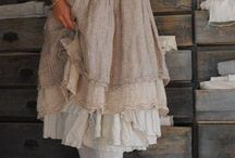 Lagenlook style / Draped and layered clothing with earthy colours  and ruffles