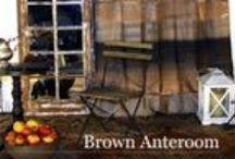 Kolekcja BROWN ANTEROOM ze strony www.gdel.pl / Jesienne brązy i ich niezliczone odcienie były inspiracją do stworzenia kolekcji Brown Anteroom.  Stołki, gazetownik, witraż, szczypce  – te unikatowe meble i dodatki nadadzą wyjątkowego charakteru każdej przestrzeni…