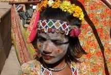 Tribal India / INDIA: people... The census of 2011 photographed a 'India populated by 1,210,193,422 people, 2000 ethnicity, twenty-six languages and religions.