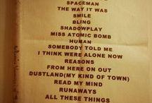 Battle Born Tour Setlists / Foto delle setlist dei concerti della band durante il Battle Born Tour [2012-2013] N.B. Le setlist finali dei concerti potrebbero non essere queste