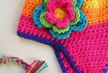Gorros, sombreros y accesorios en crochet. / by Marta Almirón