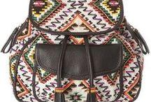Backpacks para SS2014 / Las messenger bags y bolsas estilo ladylike le abren paso al accesorio más básico de la temporada. Descubre qué estilo te queda mejor con nuestros picks.   Por: Michelle Cortina