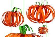 Halloween / Verstuur je favoriete griezelige kaart met pompoenen of griezels voor Halloween naar je vrienden. Op dit  bord onze favoriete kaarten van de Hallmark Halloween-collectie. Ook vind je hier onze favoriete inspirerende Halloween beelden.