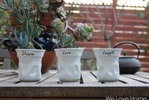 """Colección Style / - Pero...¿Es realmente un vaso """"arrugado"""" de porcelana?                                                                               - ¡Sí! ¿No es genial?    We Love Home apuesta por el diseño en esta colección inspirada en los vasos de un solo uso y en el valor Eco Friendly de las tazas reutilizables. Taza mug de diseño innovador con un mensaje simple pero directo"""
